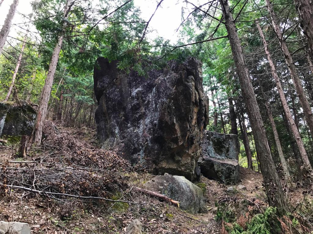 一つ目の岩